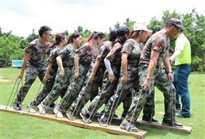 挑战自我,熔炼团队--广州华与新贸易有限公司拓展训练活动