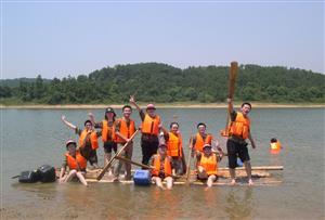 扎筏泅渡拓展项目