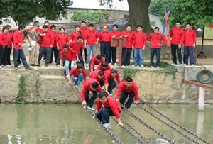水上鐵索橋_考驗隊員的堅強毅力,同時也體驗當年紅軍長征飛奪瀘定橋的精神。